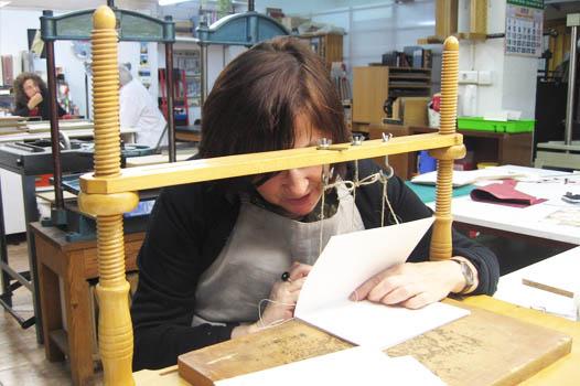 Taller de encuadernación artesana en Bilbao
